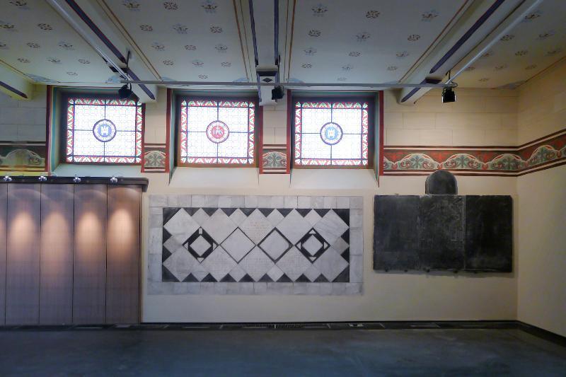 Peintures murales et mobilier exposition chapelle for Exposition maison